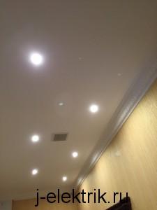Монтаж точечных светильников в коридоре
