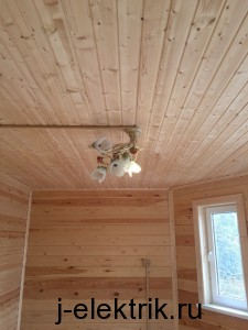 Монтаж короба люстры в деревянном доме