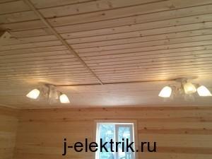 Установка люстр в деревянном доме